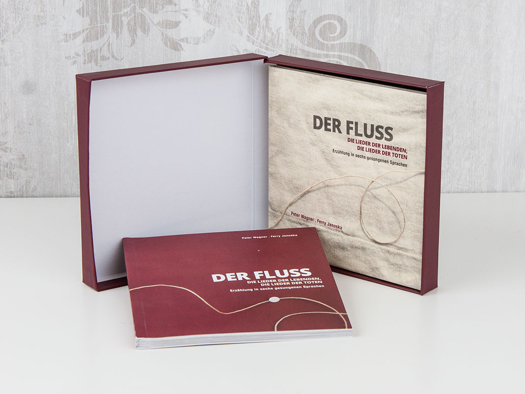 CD in Hardcover-Box und Booklet mit Klebebindung